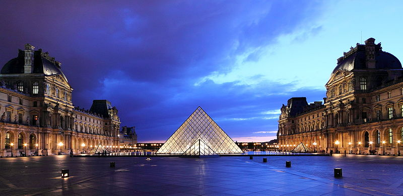 17_louvre_piramis_parizs.JPG