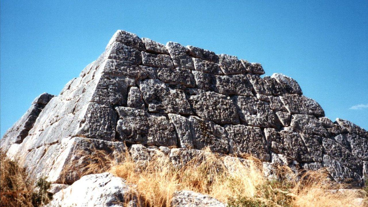 1_hellinikon_piramisa.jpg