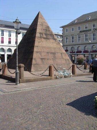 20_karlsruhe_piramis_nemetorszag.jpg