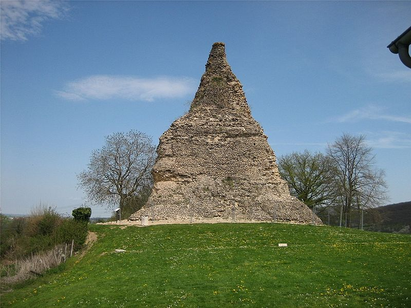 4_francia_couhard_piramis.jpg