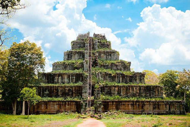 9_prasat_thom_piramis.jpg