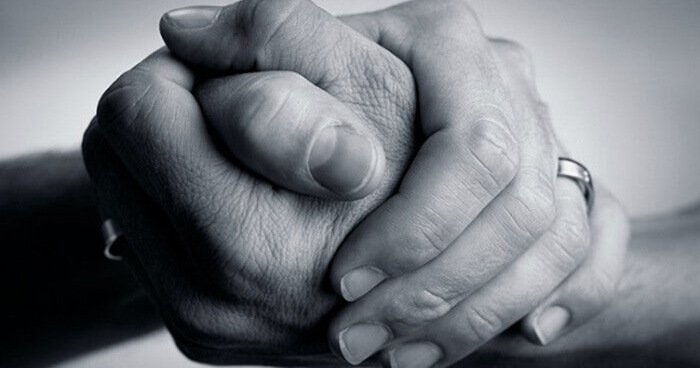 study-shows-women-experience-less-pain-when-holding-loved-ones-hand.jpg