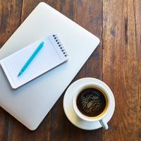 Írók vs könyves bloggerek - vajon kinek van igaza?
