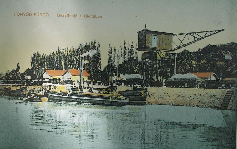 cargo_ship_in_port_of_fonyod_1921_hungary.jpg