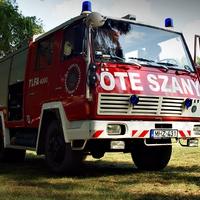 Tűzoltók a Rába partján