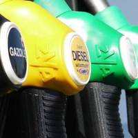 Milyen lenne egy fordított világ, amiben elektromos autót cserélnénk benzines autóra?
