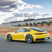 Így született újjá a farmotoros ikon - Porsche 911 (992) menetpróba