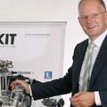 A belső égésű motor ellehetetlenítése mellett az alternatív üzemanyagok fejlesztéseit is hátráltatják