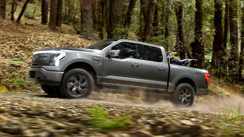 210519152300-restricted-02-ford-f-150-lightning-electric-truck-exlarge-169.jpg