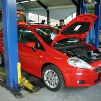 Az autószerelő és a bizalom köre