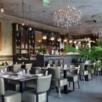 Döbbenet ez a Fővám téri étterem-pince, főleg a föld alatt - Up & Down