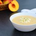Tárkonyos őszibarack leves fetával