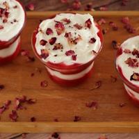 Epres-rózsavizes pohárkrém