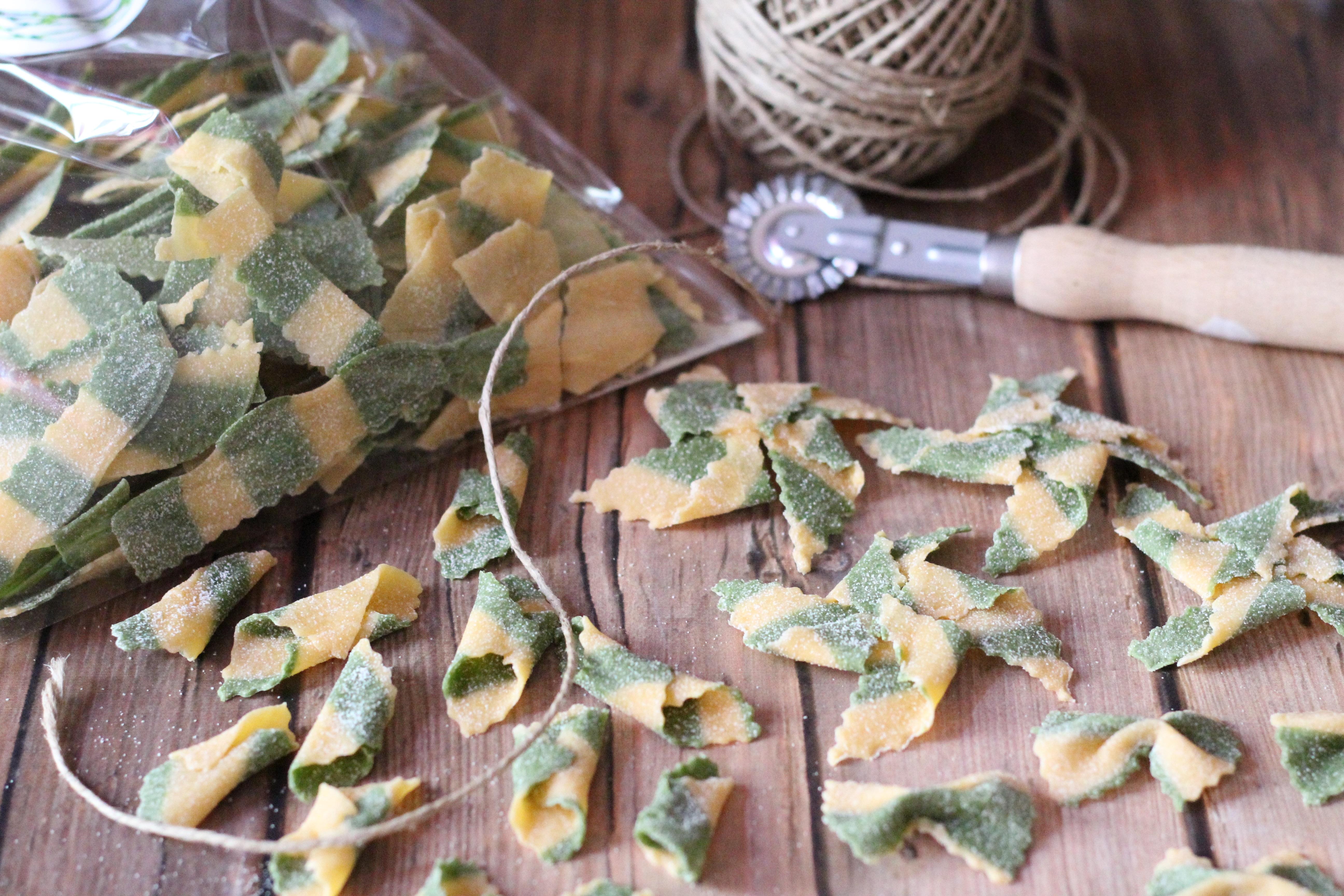Színes csíkos tészta lépésről lépésre - Így készítsd el otthon