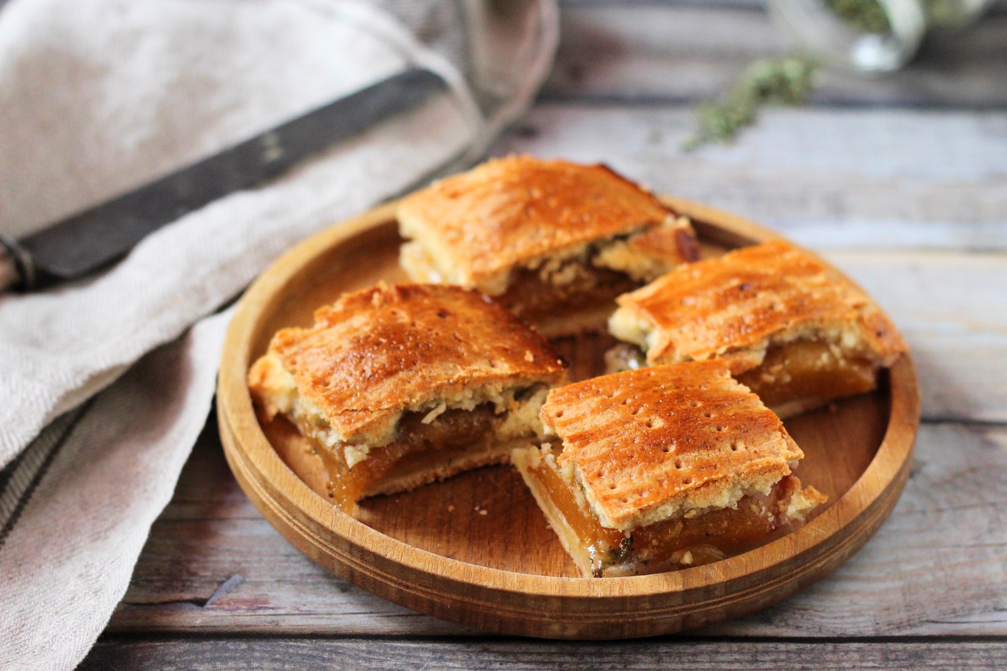 Őszibarackos-kakukkfüves pite - A markáns kakukkfű jól feldobja még a desszerteket is