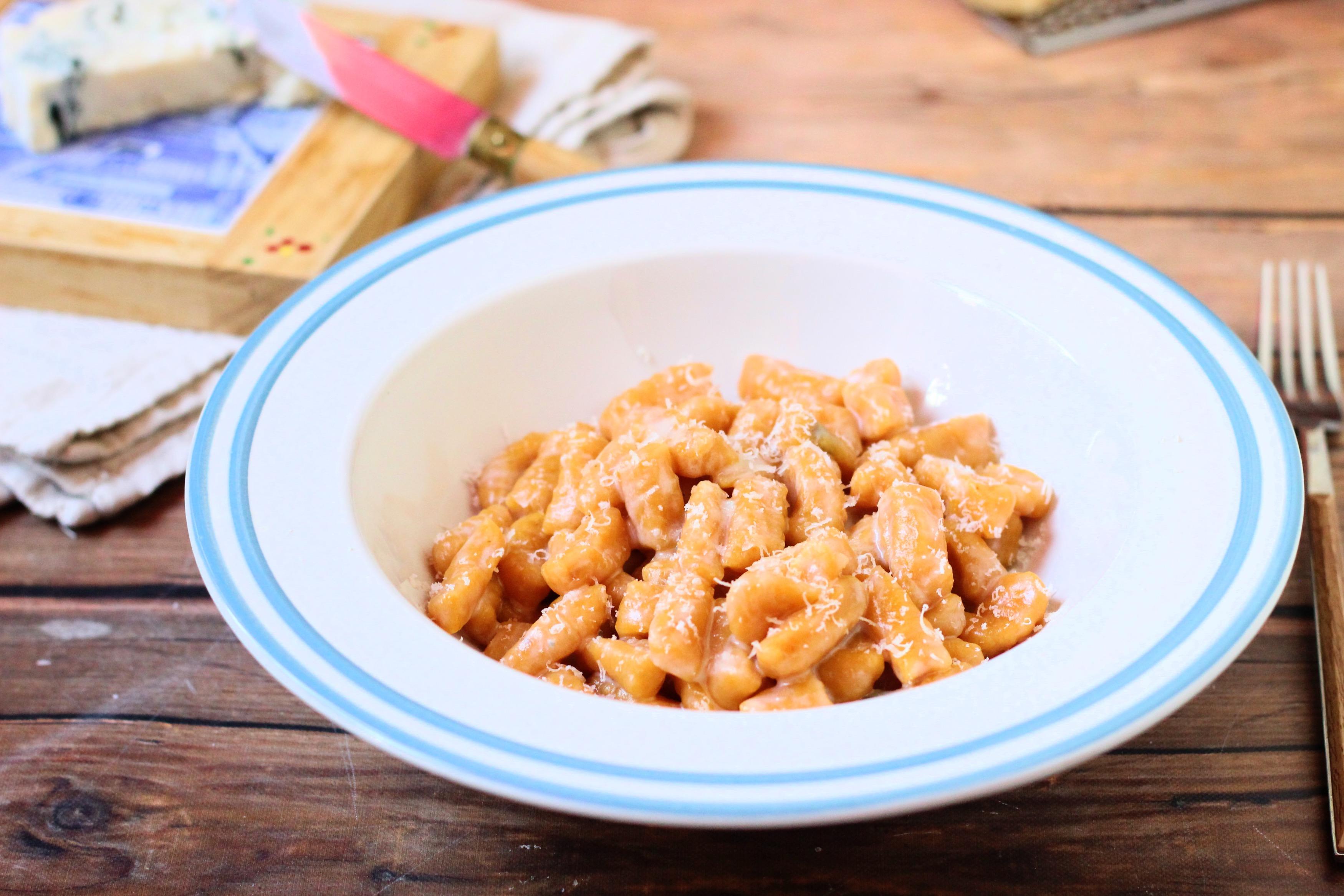 Sütőtök gnocchi fehérboros-gorgonzolás mártásban
