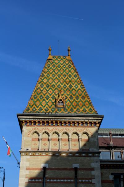 Központi Vásárcsarnok, Fővám tér. Stílus: historizáló, építész: Pecz Samu, Zsolnay-porcelán tetőcserepek.