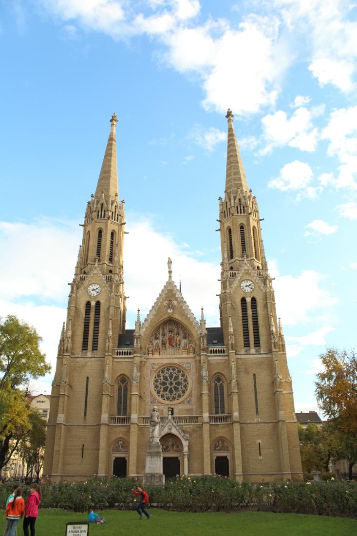 Szent Erzsébet-templom, Rózsák tere