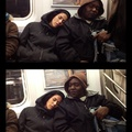 Performansz a metróban: hogyan reagálunk, ha valaki elalszik a vállunkon?