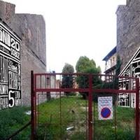 Emlékállítás lebontott józsefvárosi lakóházaknak