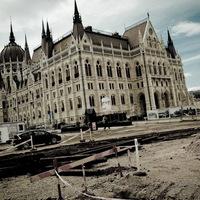 Kossuth tér építési napló: ezt takargatják annyira
