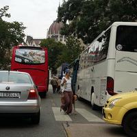 Pont a buszparkolóról felejtkeztek el a Kossuth téren