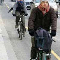 Kerékpárok a Vámház körúti parkolósávban