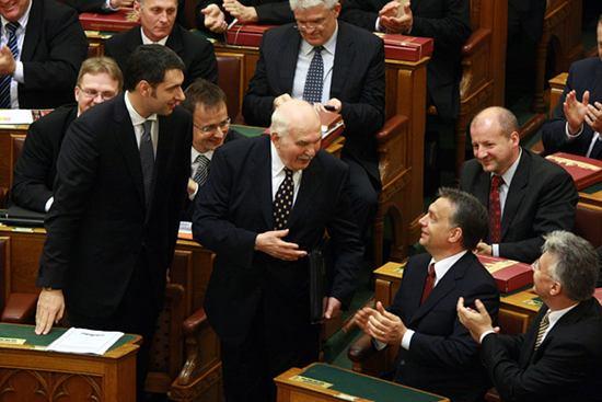 Itt az idő: miniszteri fizetés(vissza)emelés!