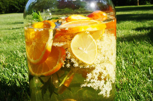 Narancsos-mentás bodzalimonádé