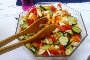 Csicseriborsós zöldségsaláta