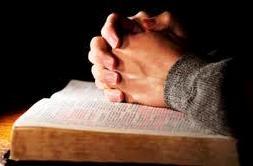 biblia_kez.jpg