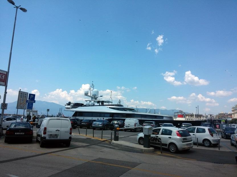 Rijeka kikötője a piac közelében