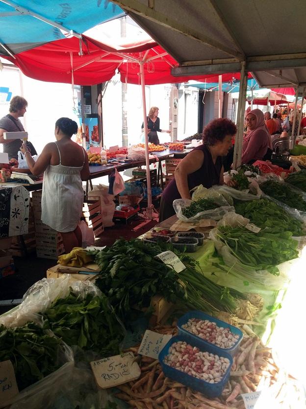 egy-két helyen minden termék 'csupa zöld' volt, salátafélék, fűszernövények, stb.