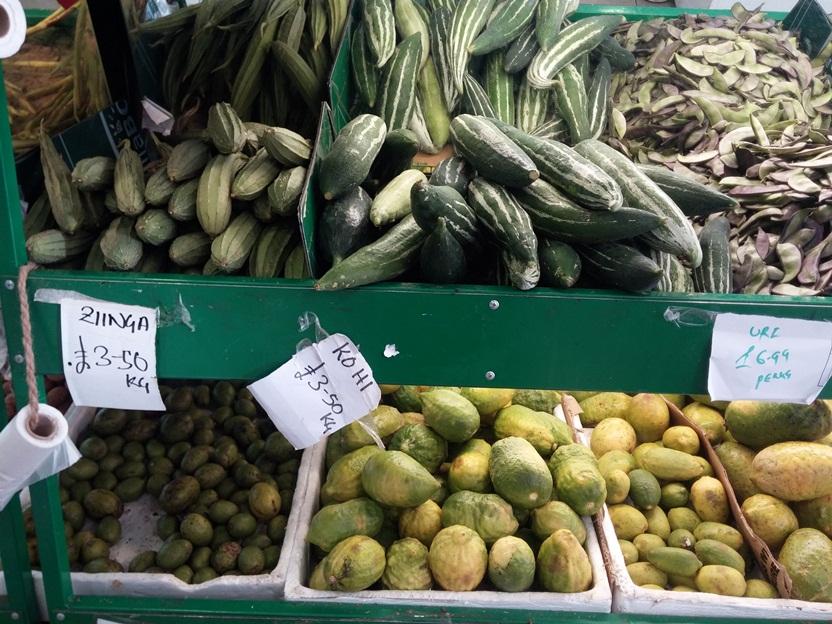 Vannak boltszerű zöldséges standok.