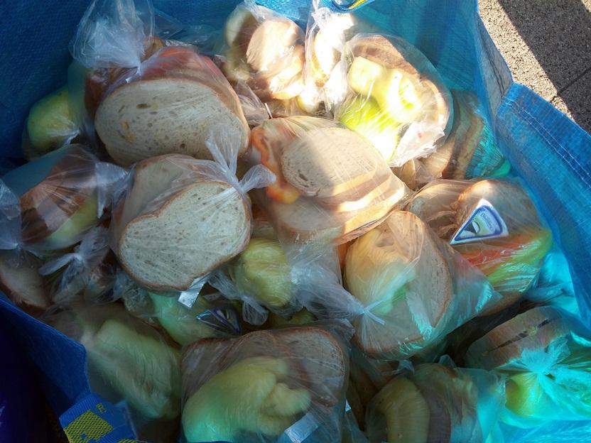 Több fajta szendvics készült.