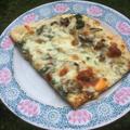Vegetáriánus pizza tejfölös alappal