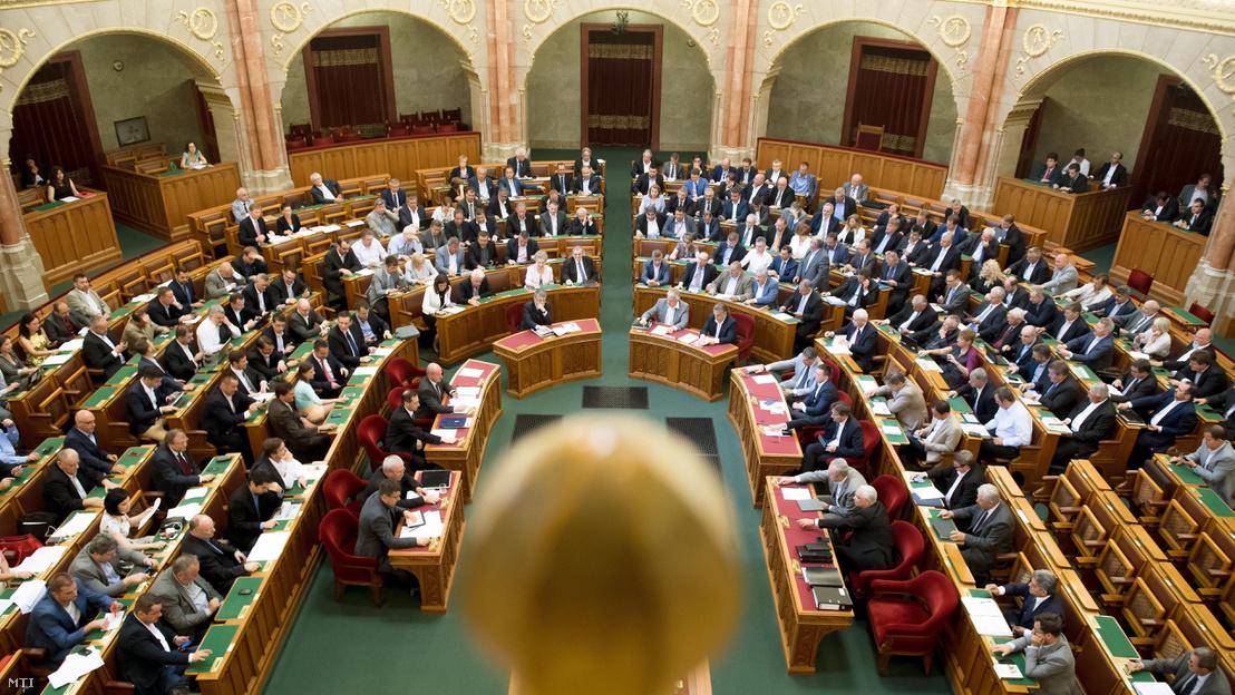 parlamentipatko.jpg