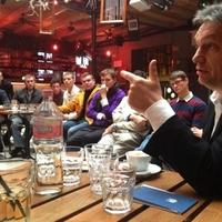 Amikor Orbán Viktor pártfőtitkárt játszik