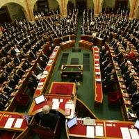 Fidesz: hármas alá