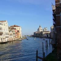 Kilátás a Canal Grandéra a tenger felé