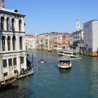 Vízibuszok a Canal Grandén