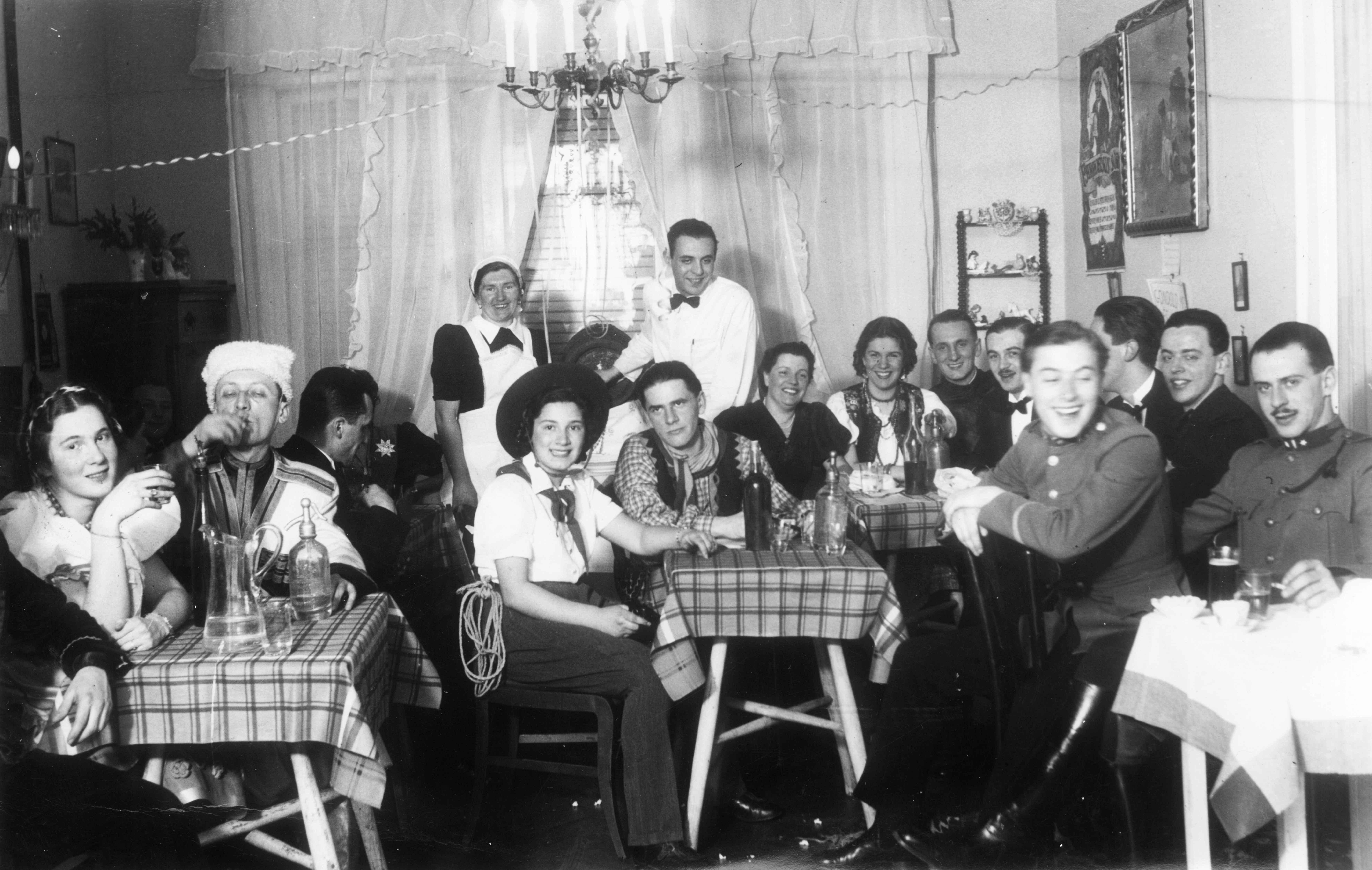 farsang_fortepan_55353_fortepan_magyar_balint_1940.jpg