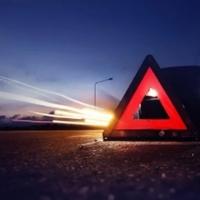 Így előzz meg egy balesetet: itt az autós vészjelző lámpa