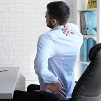 5 kegyetlen tünet, ha nem jól ülsz a székben