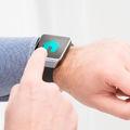 Okosotthon-vezérlés csuklóból, avagy így irányíthatod okosórával az intelligens lakásod