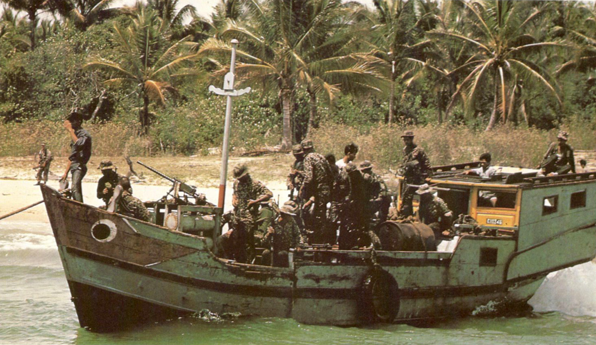nviet_trawler_captured.jpg