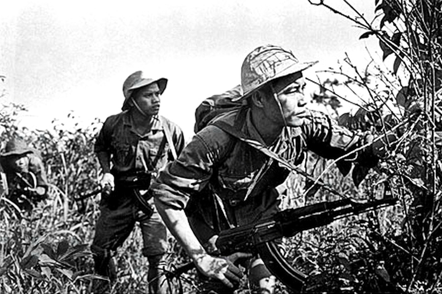 nva_soldiers_inflitrating.jpg