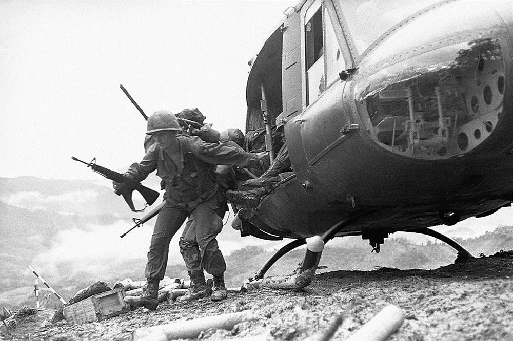 troops_arrive_in_ashau.jpg
