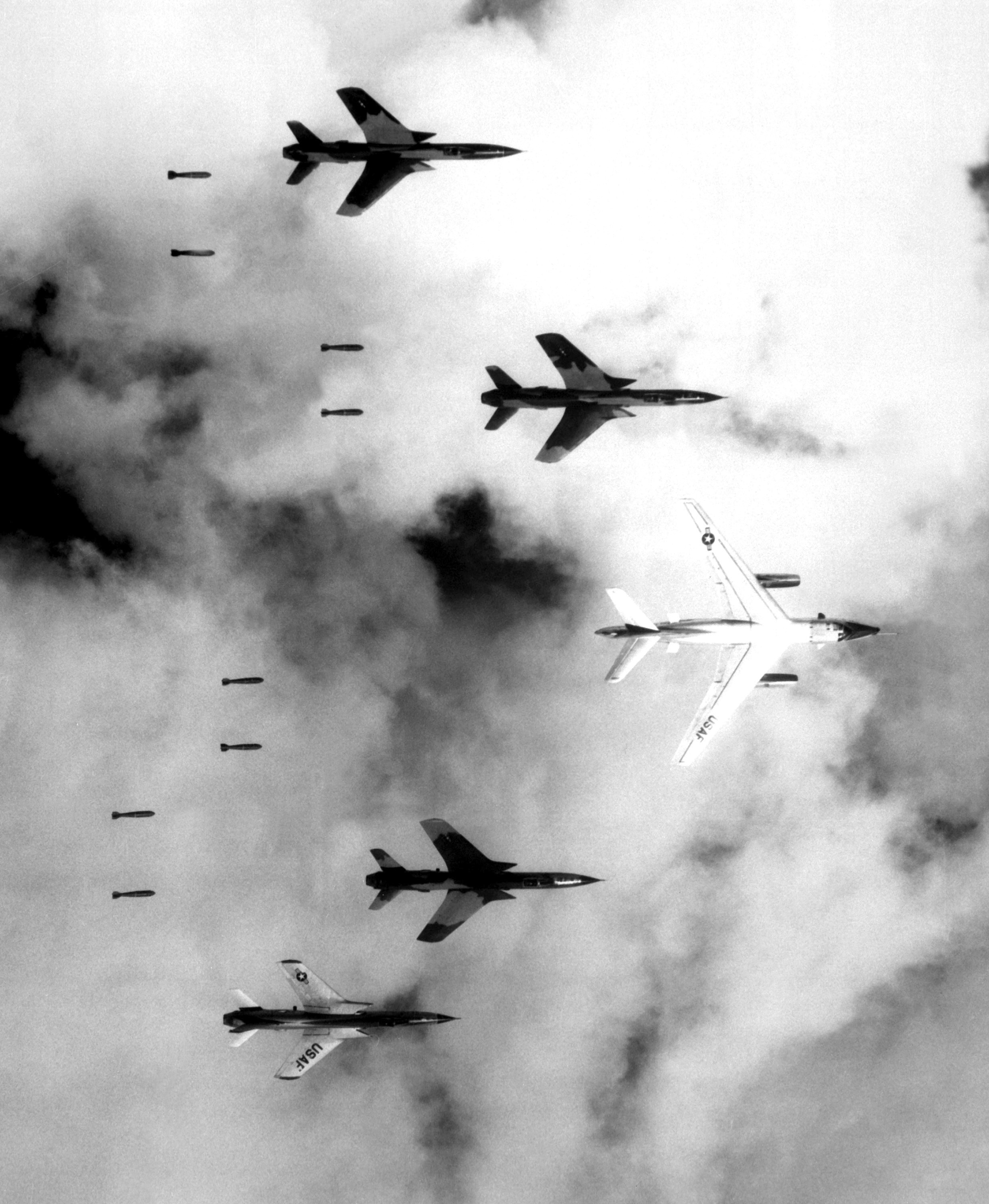 19660614_rolling_thunder_f-105.jpg