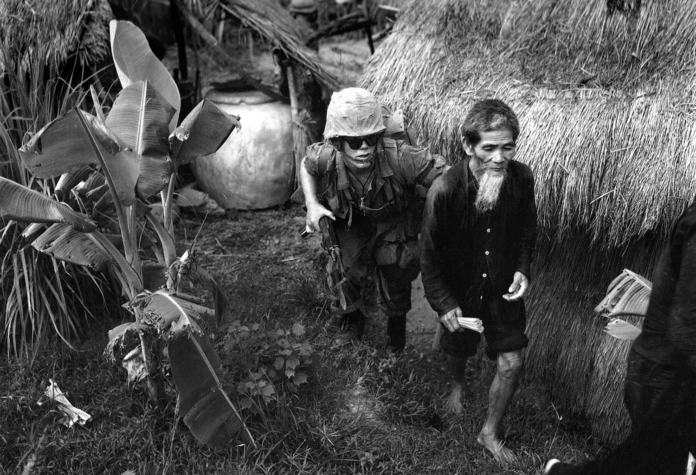 19650803_vc_suspect_of_3-1_marines_west_of_da_nang.jpg